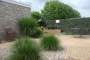 De voor- en achtertuin in Schaijk